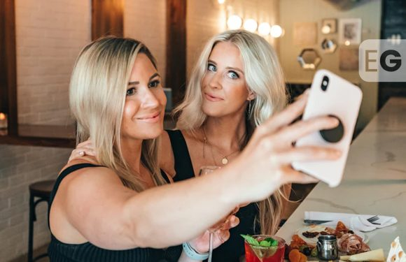 Brits spend £4billion trying to achieve 'perfect profile picture'